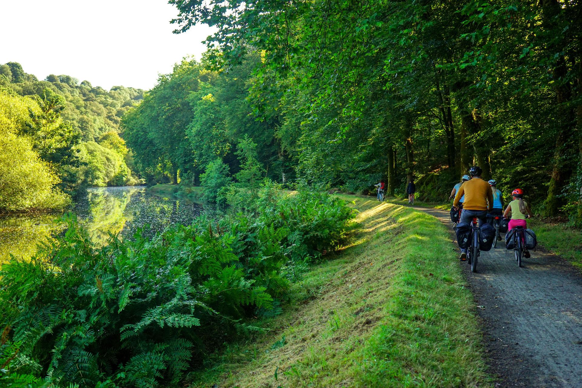 La Vélodyssée le long du canal de nantes à brest