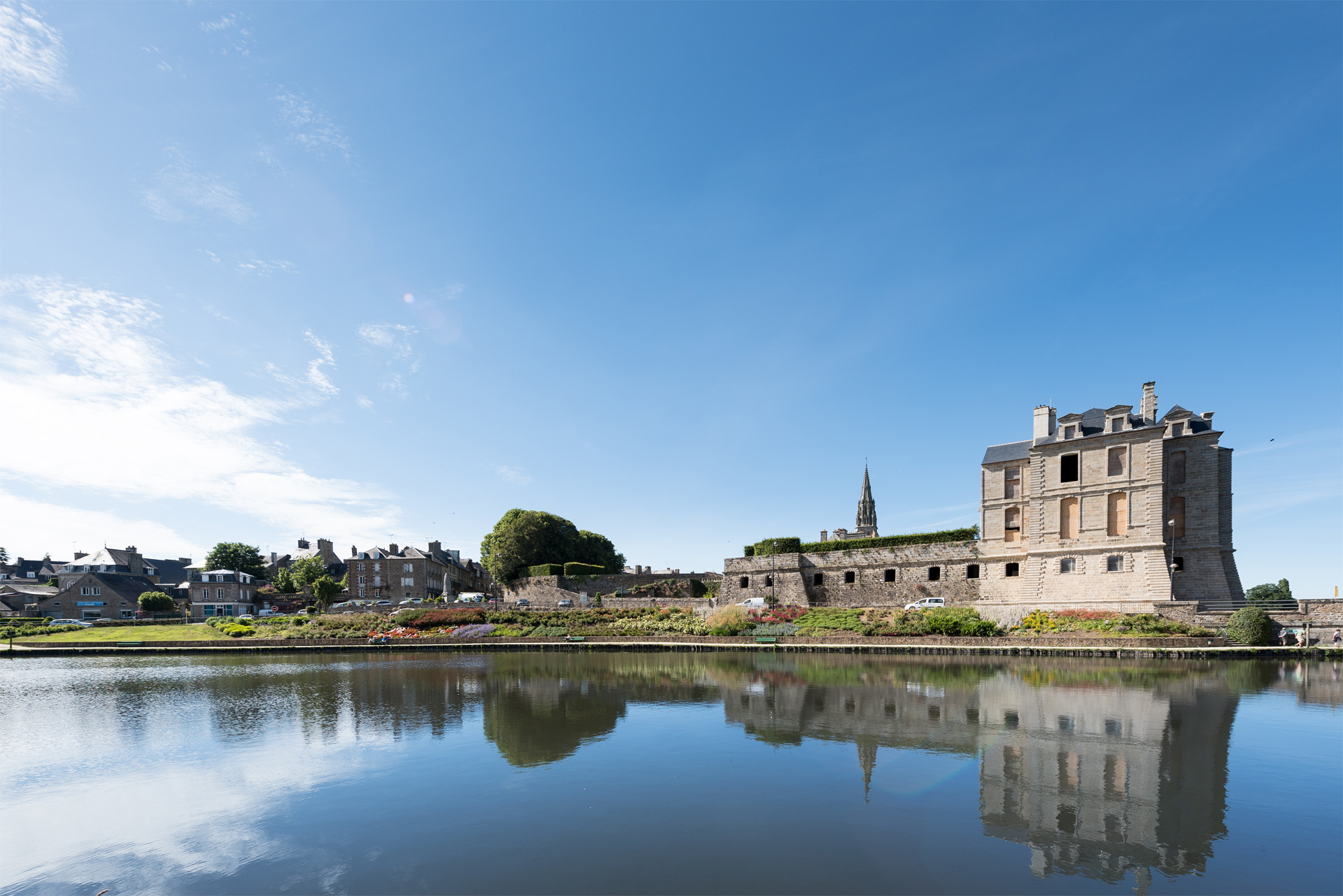 Etang et chateau de Quintin