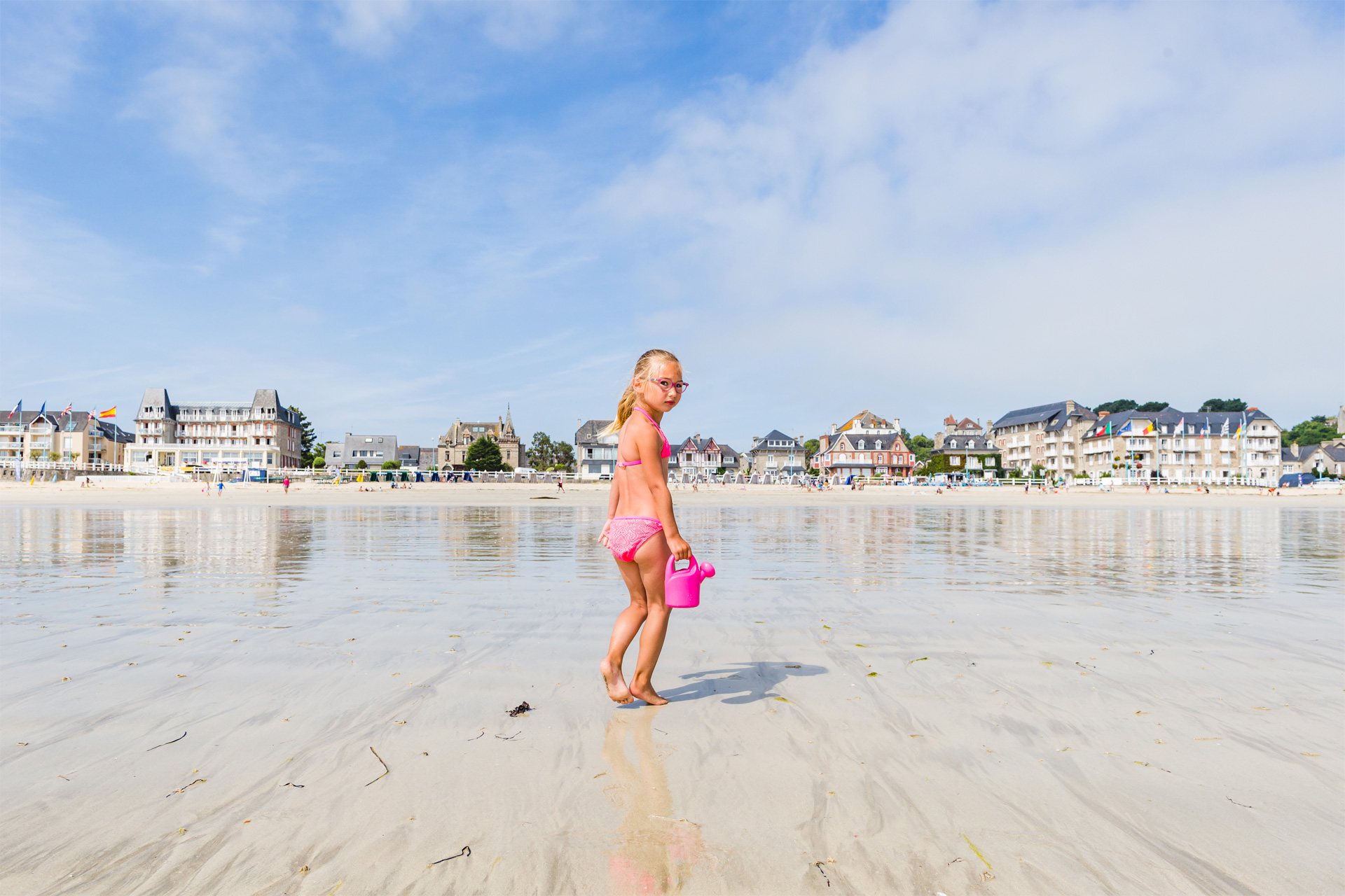 Enfant sur la grande plage, Saint-Cast-le-Guildo