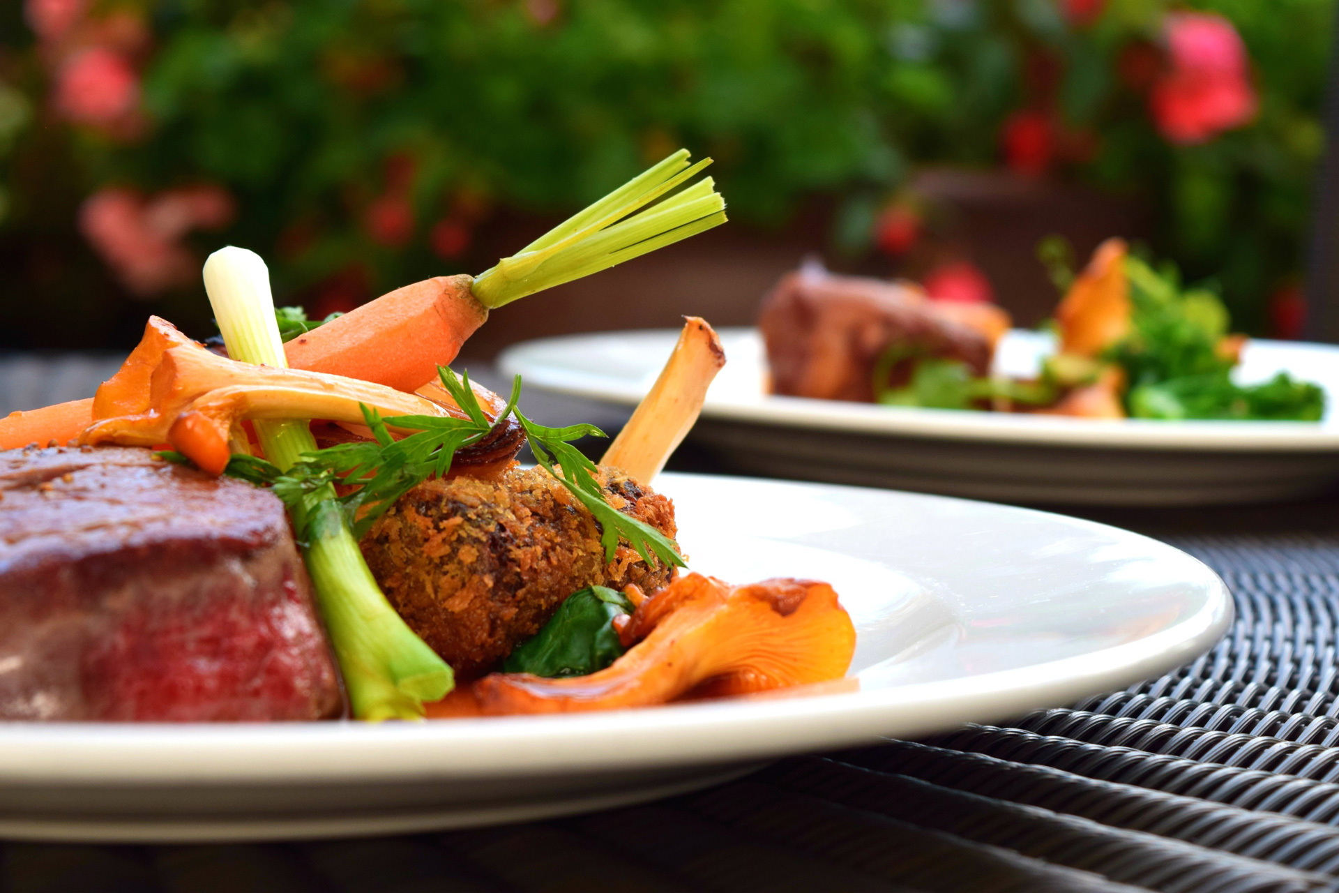 Repas à base de légumes et de viande