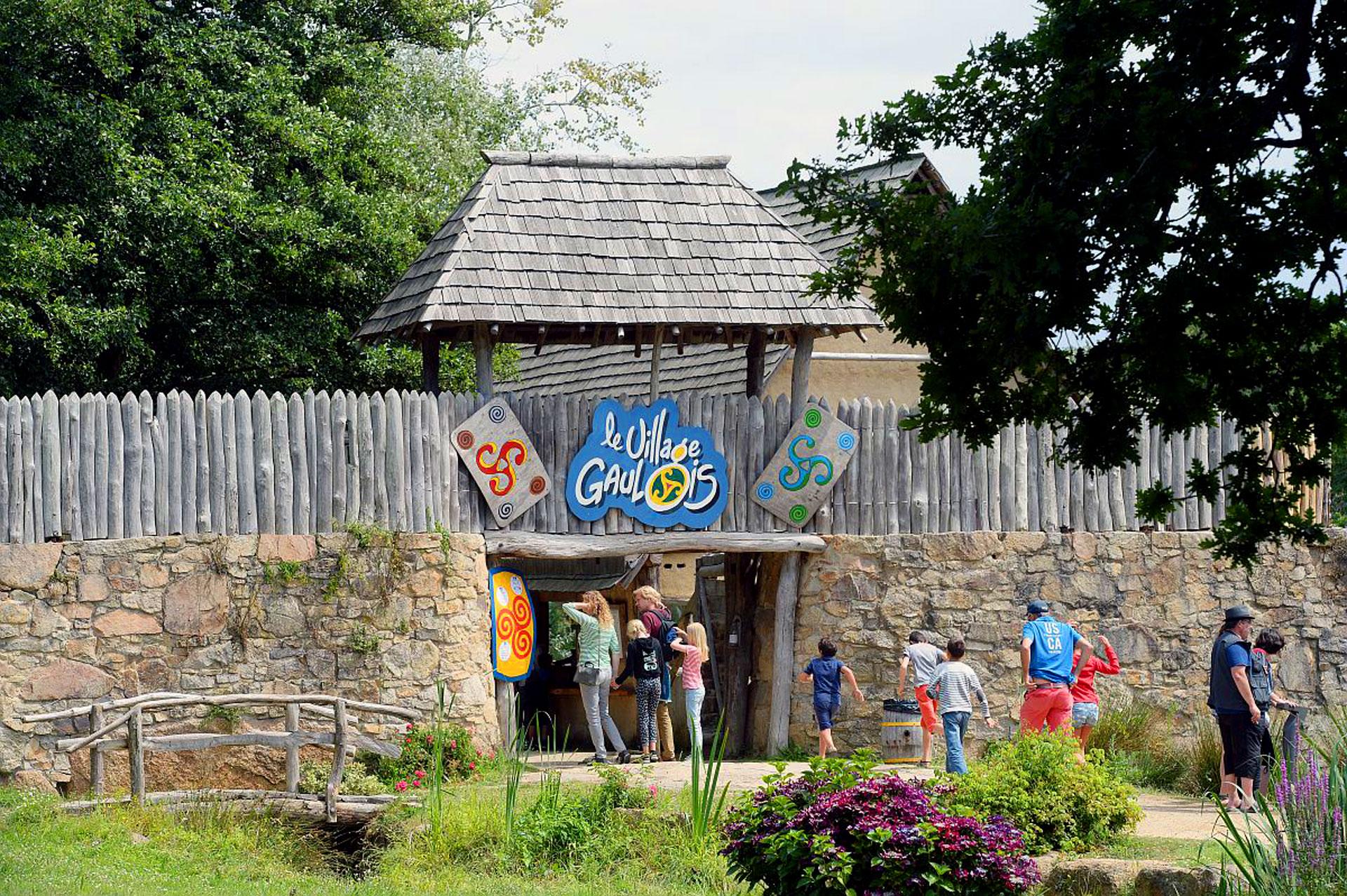 Entrée village gaulois, Pleumeur-Bodou